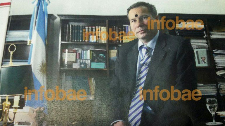 The photo of Nisman inside his ex-wife's copy of Noticia magazine.